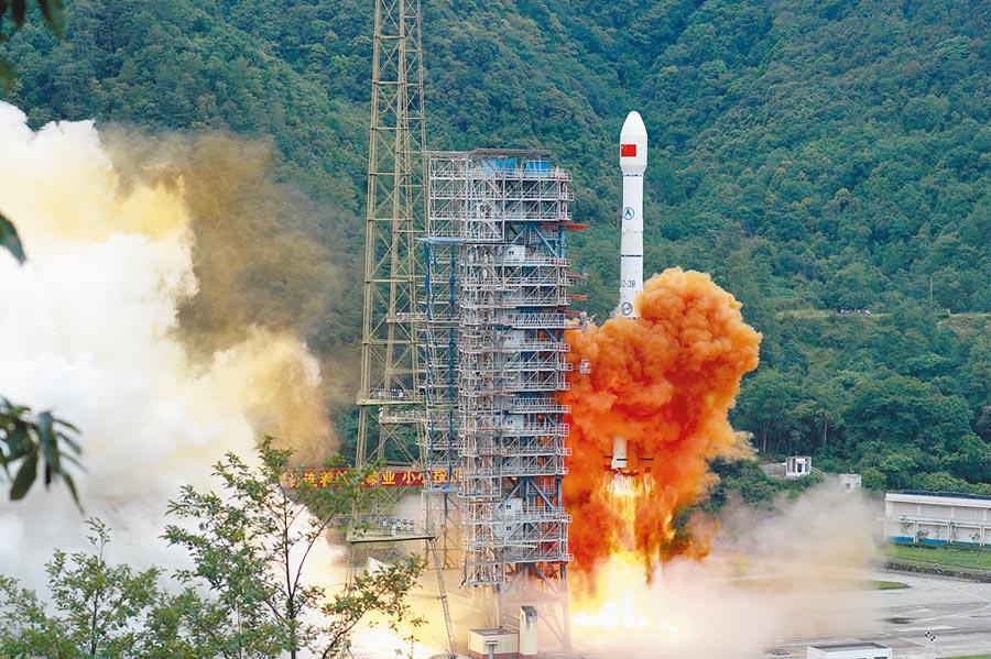 6月23日,大陸在西昌衛星發射中心,發射北斗系統第55顆導航衛星暨北斗三號最後一顆全球組網衛星。(中新社)