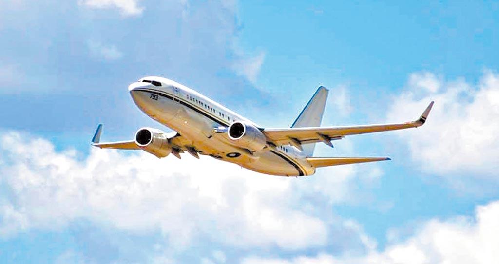 6月9日,美軍1架C-40A運輸機,穿越台灣領空,並自台南外海離去。(取自NAVAIR官網)