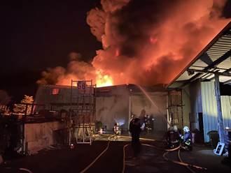 三峽鐵皮工廠發生大火 廠內無人員傷亡