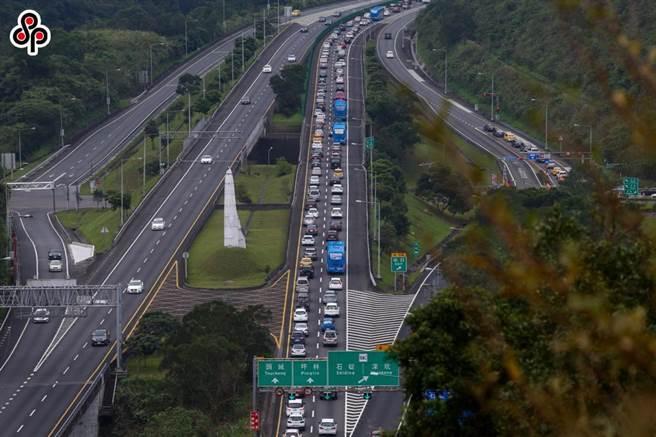 端午連假首日,國道5號已連續塞車20小時以上。(本報系資料照)