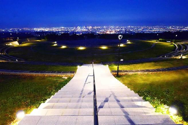 由望高寮公園高點即可眺望台中夜景,媲美「台北陽明山」、「日本函館」。(台中市政府提供/陳世宗台中傳真)