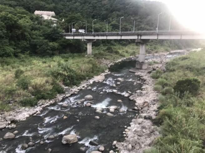 內灣大橋下方為油羅溪水域。(莊旻靜攝)