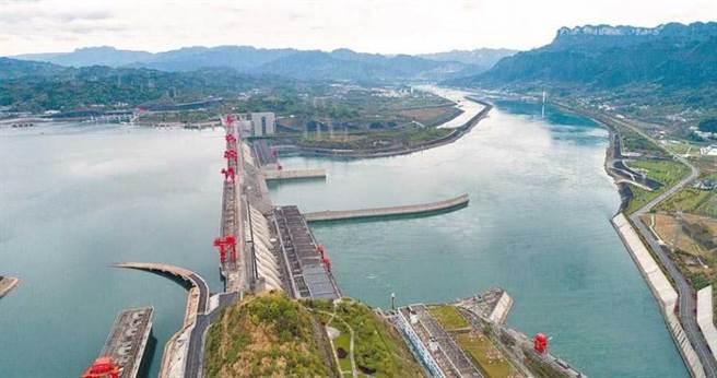 大陸水力專家指稱,三峽大壩正常蓄水位約175公尺,間接駁斥水壩即將滿位。(圖/新華社)