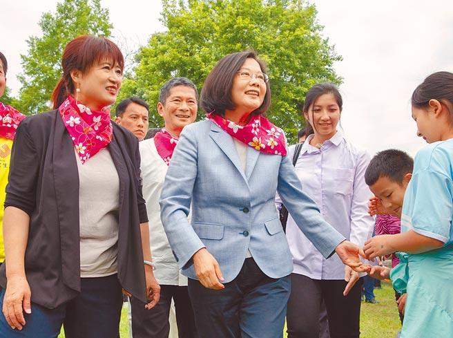 客家票兵家必爭,圖為蔡英文總統出席2019客家桐花季開幕活動。(總統府提供)