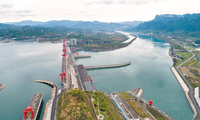 大陸水力專家指稱,三峽大壩正常蓄水位約175公尺,間接駁斥水壩即將滿位。(新華社)