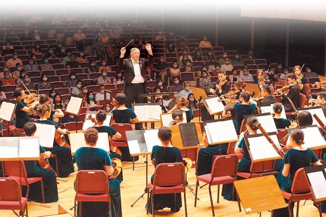為了感謝防疫英雄,長榮交響樂團24日晚間在國家音樂廳舉辦音樂會。(長榮交響樂團提供)