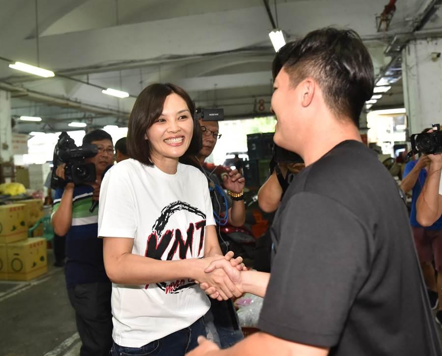 高雄市長補選的國民黨候選人李眉蓁(左)。(資料照/林瑞益攝)