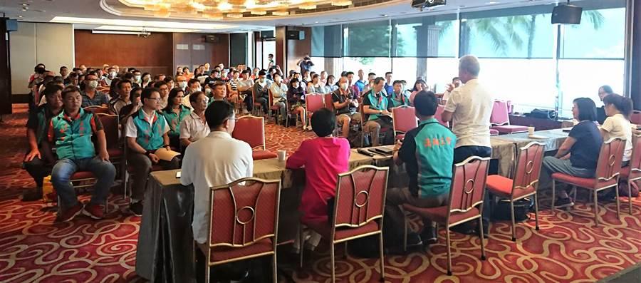 漢翔公司企業工會與漢翔公司進行溝通協商。(台中市政府提供/陳世宗台中傳真)