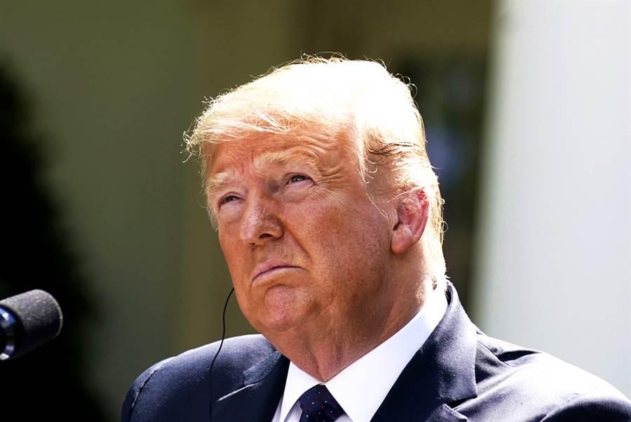 《紐約時報》最新民調顯示,美國總統川普在和民主黨總統參選人拜登的選戰中已「明顯屈居下風」,兩人的支持度差距已達14個百分點。