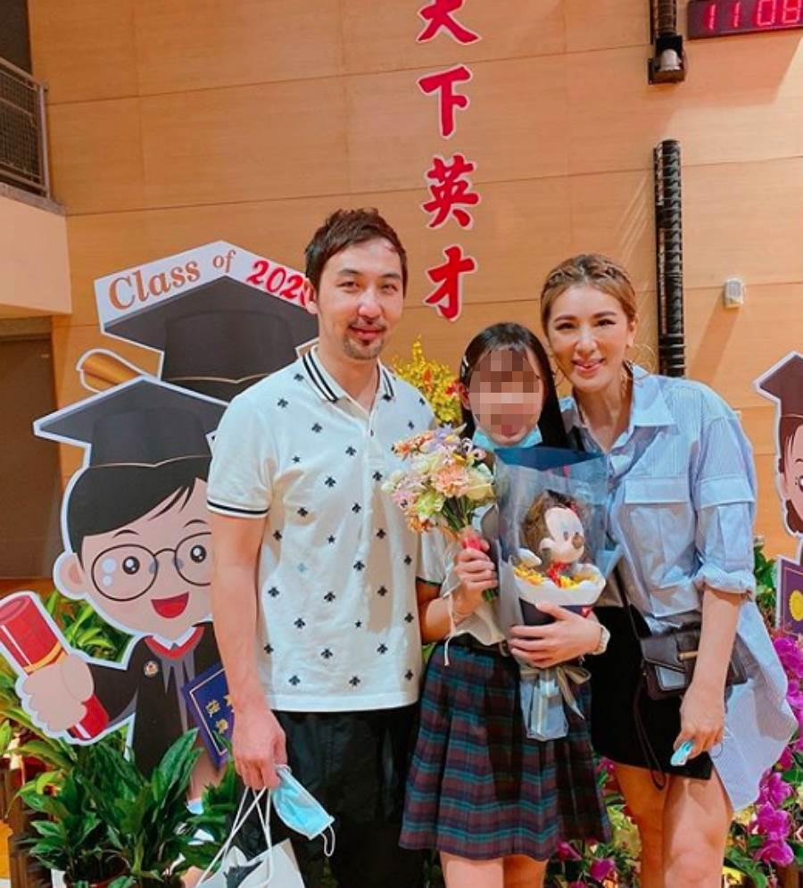 小祯和李进良为了女儿Emma难得同框合照。(图/ 摘自小祯IG)