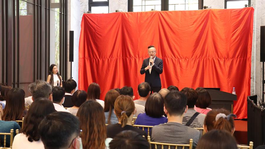 上揚國際董事長林聰麟指出,疫情趨緩之後,前來看屋的人潮,幾乎回到過年前水準。(上揚提供/柯宗緯高雄傳真)