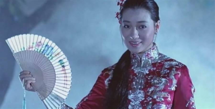 王小鳳在《殭屍先生》飾演女鬼小玉,留給觀眾深刻印象。(圖/翻攝自網路)