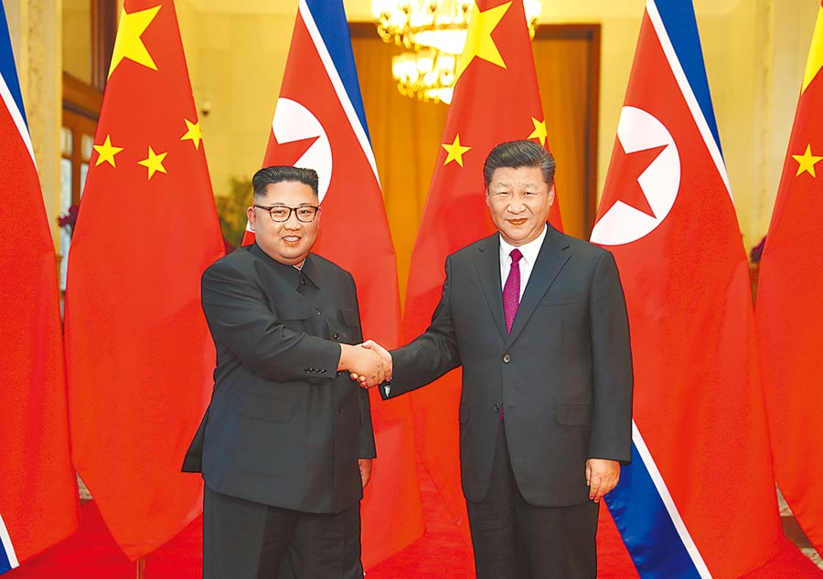 圖為習近平和朝鮮勞動黨委員長金正恩舉行會談。(新華社)