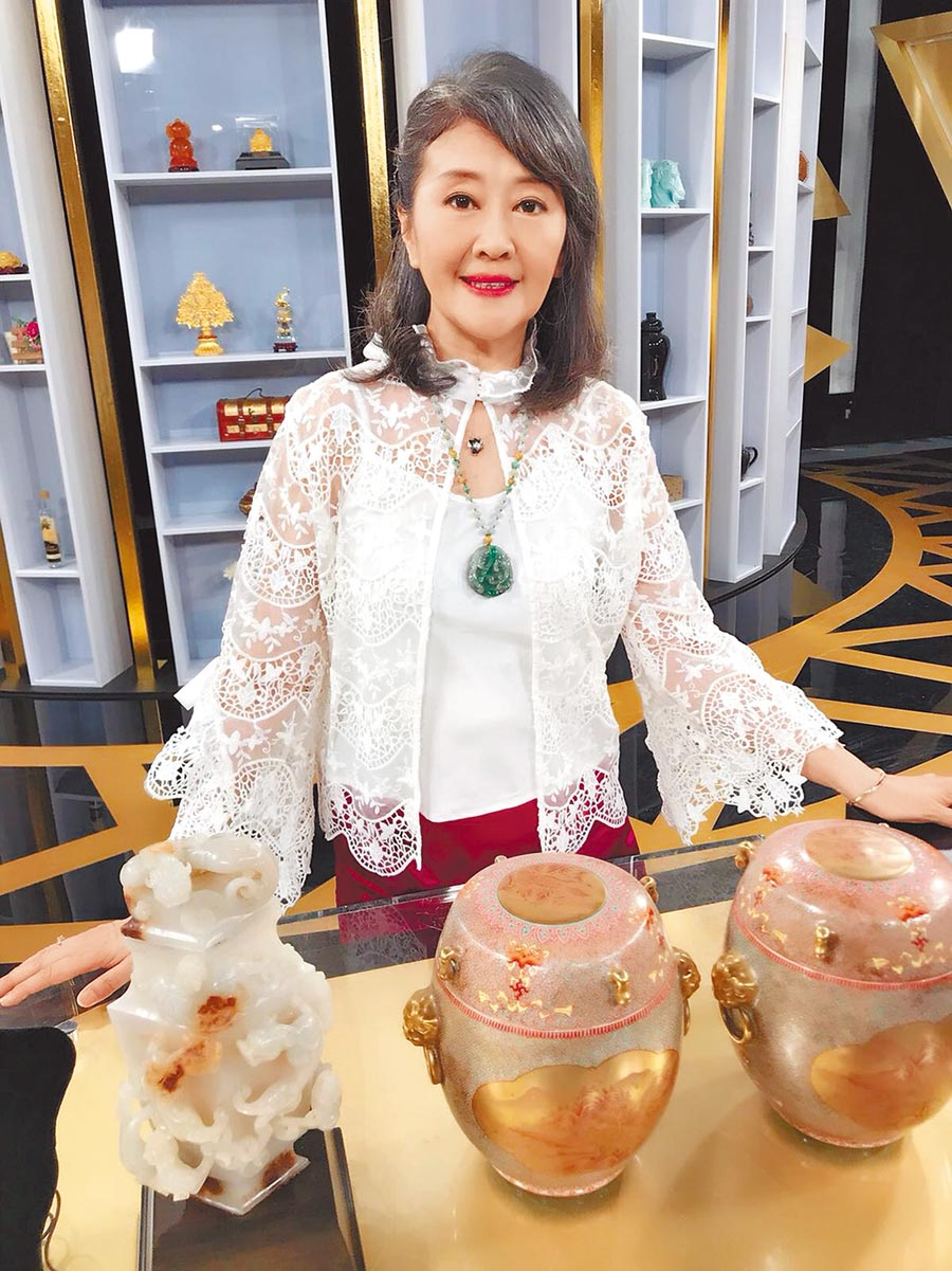 吳雪芬希望好心人來向她買骨董,幫她度過難關。(資料照片)