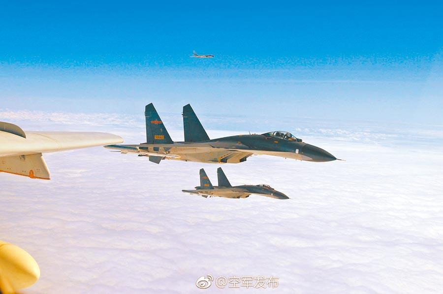 6月9日,陸蘇愷30戰機多架次,短暫進入台灣西南空域。(取自微博「空軍發布」)