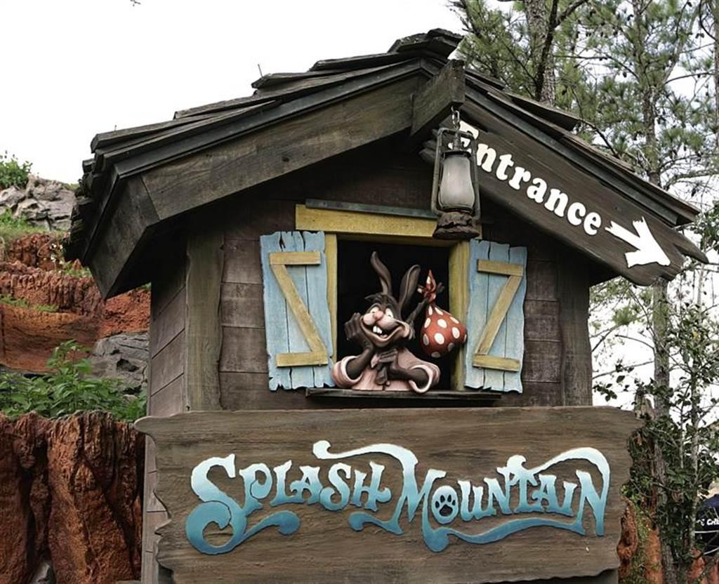 美佛州奧蘭多主題公園內的人氣遊樂設施「飛濺山」入口處。(美聯社)