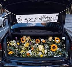 男載滿鮮花浪漫告白慘遭打槍 網笑:「你辦告別式還是冥婚?」