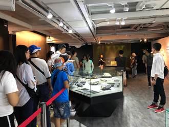 端午連假黃金博物館人潮回溫 遊客排隊搶摸「金磚」