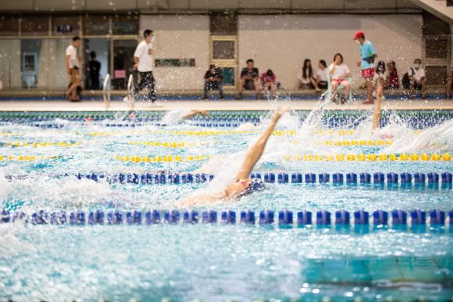 「2020港都盃全國分級游泳錦標賽」在高雄國際游泳池舉辦。(袁庭堯攝)