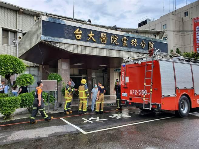 台大雲林分院舊院區一樓實驗室的煙霧在下午2點31分控制,無人員傷亡。(周麗蘭攝)