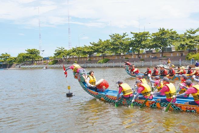 五月五慶端午,中部唯一國際龍舟錦標賽將鹿港慶端陽划向高潮。(吳敏菁攝)