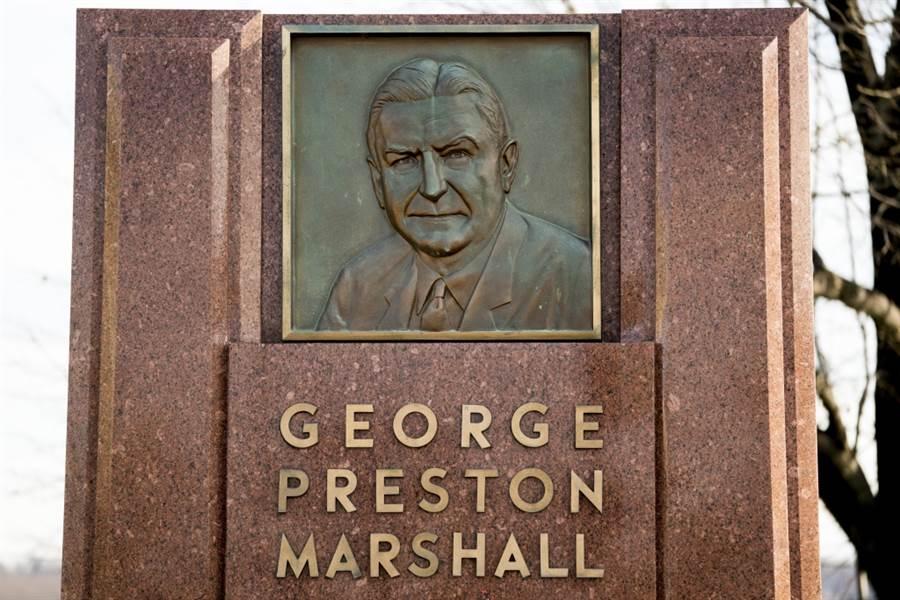 華盛頓紅皮隊宣布切割創辦人馬歇爾,將他永久逐出榮譽圈。(美聯社資料照)