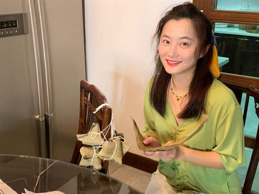 趙小僑今年端午節特地包粽子送給粉絲答謝。(修毅提供)