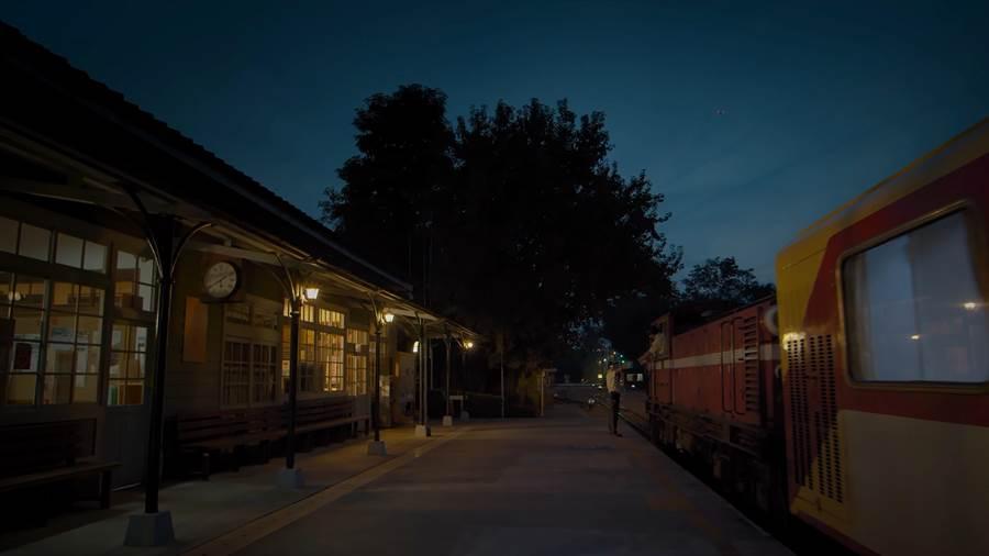 駛入北門的最後一班列車。(阿里山林業鐵路及文化資產管理處提供/張毓翎嘉義傳真)