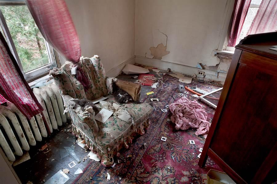 俄女被迫宅在家26年 14年沒洗澡曝驚悚模樣(示意圖/達志影像)