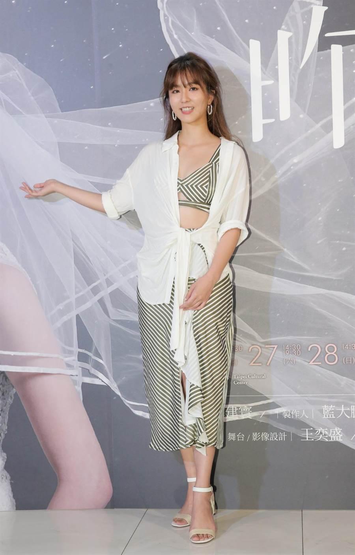 周晓涵(中)力挺好友邵雨薇舞台剧处女秀。(卢祎祺摄)