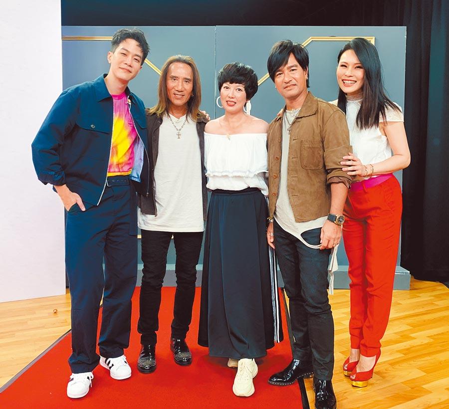 周蕙(右起)、尤秋興、苗可麗、顏志琳、薛仕凌一起宣傳《做工的人》。(華研國際提供)
