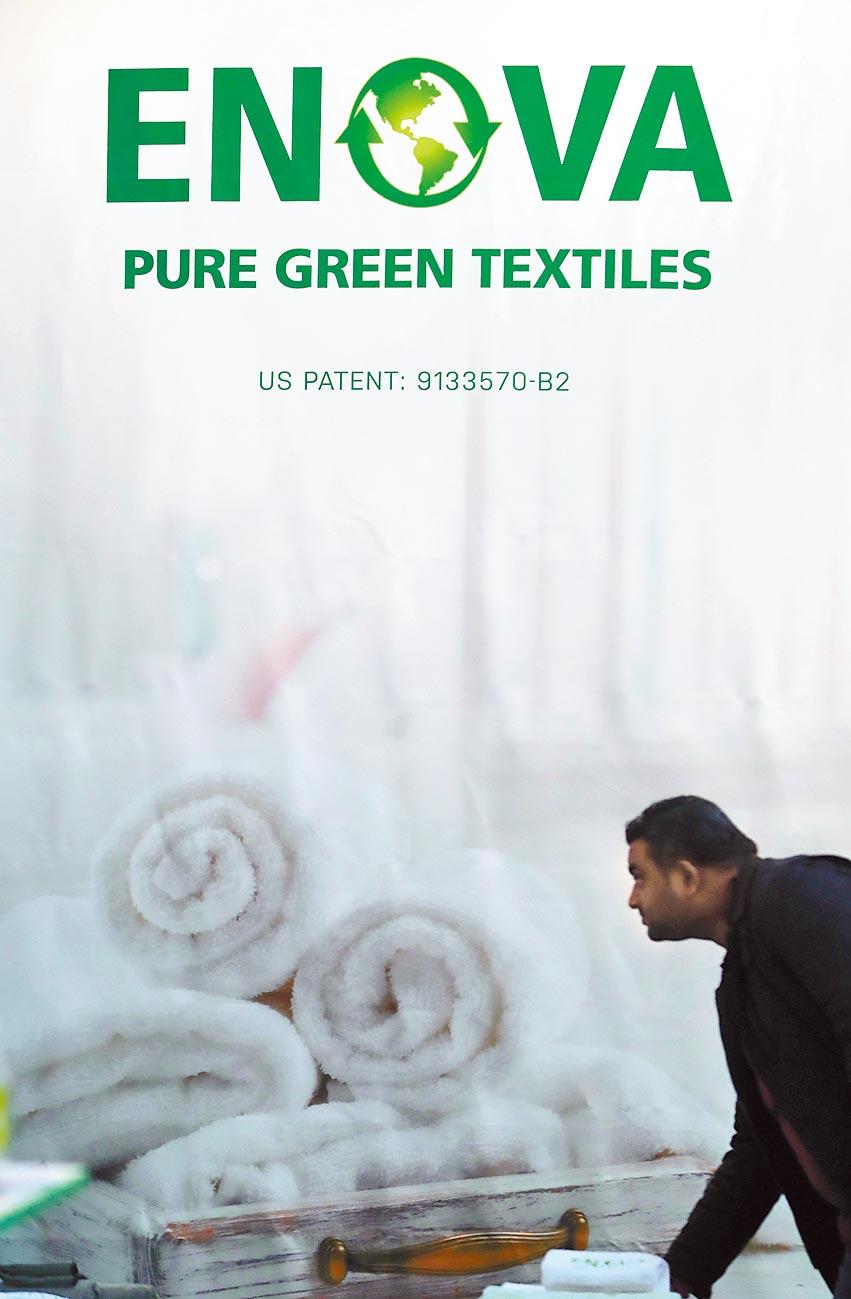 2018年法蘭克福舉行的環保紡織展覽,凸顯國際綠色環保趨勢。(新華社資料照片)