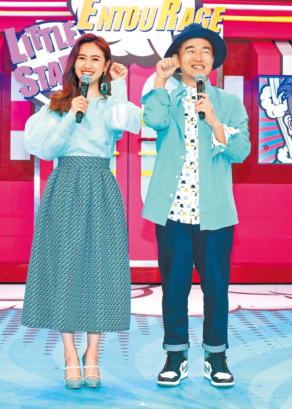 吳宗憲(右)與女兒Sandy主持中天綜合台《小明星大跟班》受好評。(資料照片)