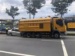 汐止轎車撞清潔車 全車3人受傷送醫救治