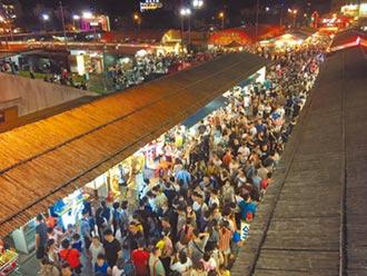 上萬人潮湧入 夜市攤販樂翻