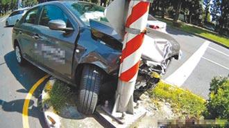 嘉榮醫院前意外多 半小時毀4車