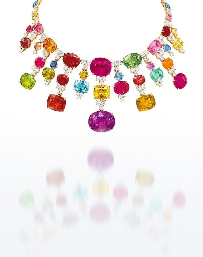 充滿愉悅感的彩寶項鍊,Michele della Valle設計,48萬港元。(Christie's提供)