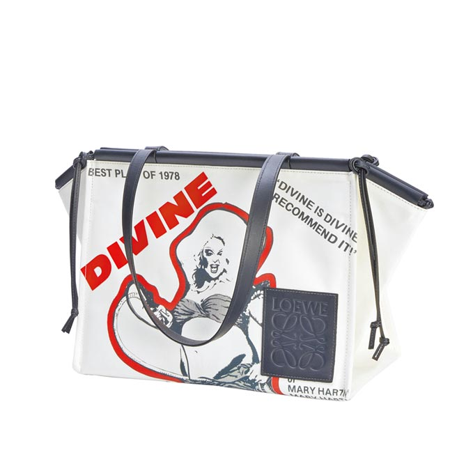 Loewe推出Divine印花帆布Cushion手提包。(Loewe提供)