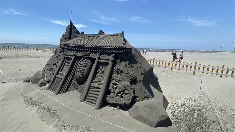 2020大安沙雕音樂季打造日本淺草寺雷門,讓民眾免出國,世界景點一次看。(王文吉攝)
