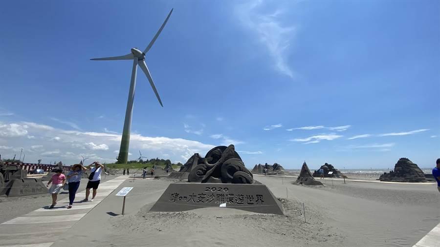 設計總監王杰率10名沙雕師創作18座絕美沙雕,呈現世界五大洲等13國地標。(王文吉攝)