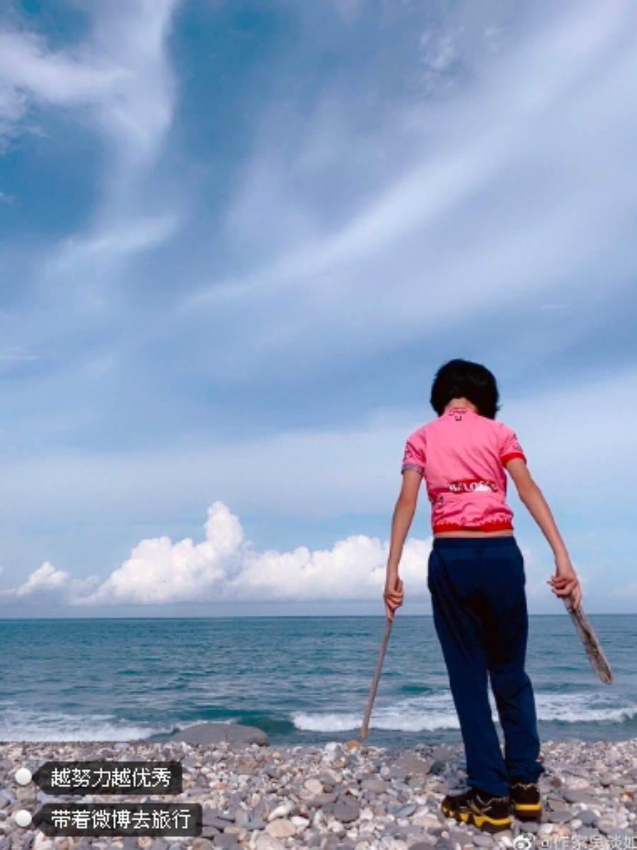 吳淡如在微博表示自己還不知道女兒什麽時候期末考,沒想到就已經放假,忍不住笑說「不是放端午節喔」。(圖/ 摘自吳淡如微博)
