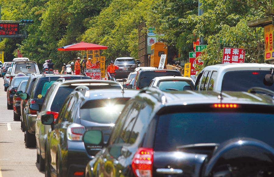 解塞車!學者籲「通行費提高10倍」,網酸:有錢人的高速公路。(資料照,趙雙傑攝)