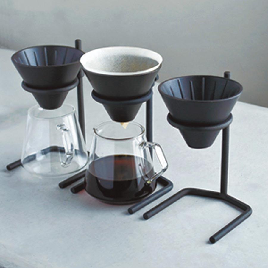 日本KINTO SCS鑄職人手沖架/手沖咖啡4件組,3145元起。(翻攝KINTO官網)