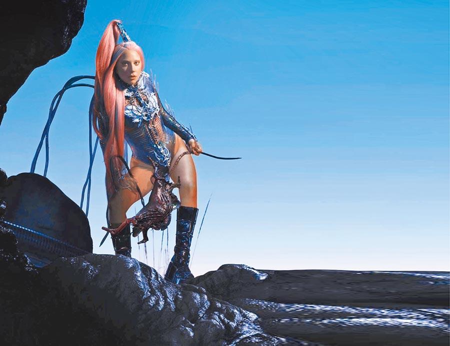 女神卡卡靠著音樂逐漸走出陰霾,認為新專輯《Chromatica》是她療癒的起點。(環球音樂提供)