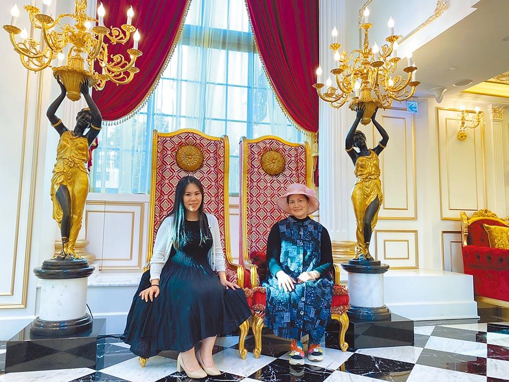 日月潭皇后古堡飯店,承載著秀玉阿嬤(右)40年的夢想,也見證著日月潭一路的興衰歷史。(馮惠宜攝)
