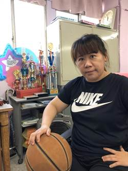 問題兒童變籃壇巨星 林月華獲杏壇芬芳獎