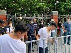 藍委突襲佔領立法院議場  警方在院外架起封鎖線勸民眾離開