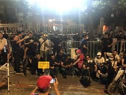 挺立委佔議場 逾200藍營支持者場外聲援