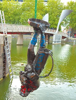 英國拆除爭議雕像