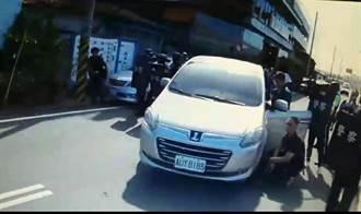 攻堅曝光》台中警中彈  50名警力對峙 霹靂小組擲震撼彈破門盾牌逮人
